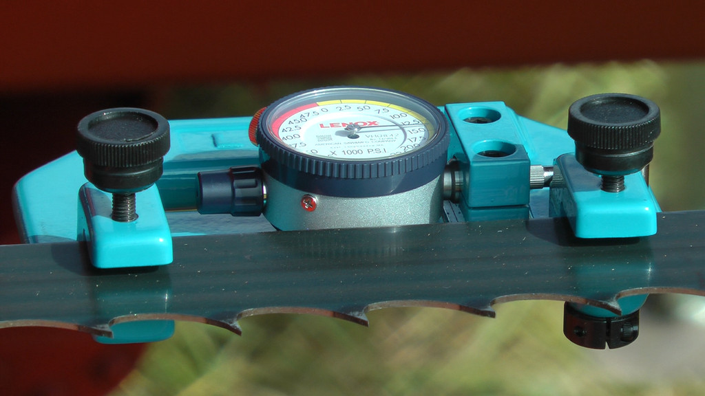 Tensionmeter clamped to blade