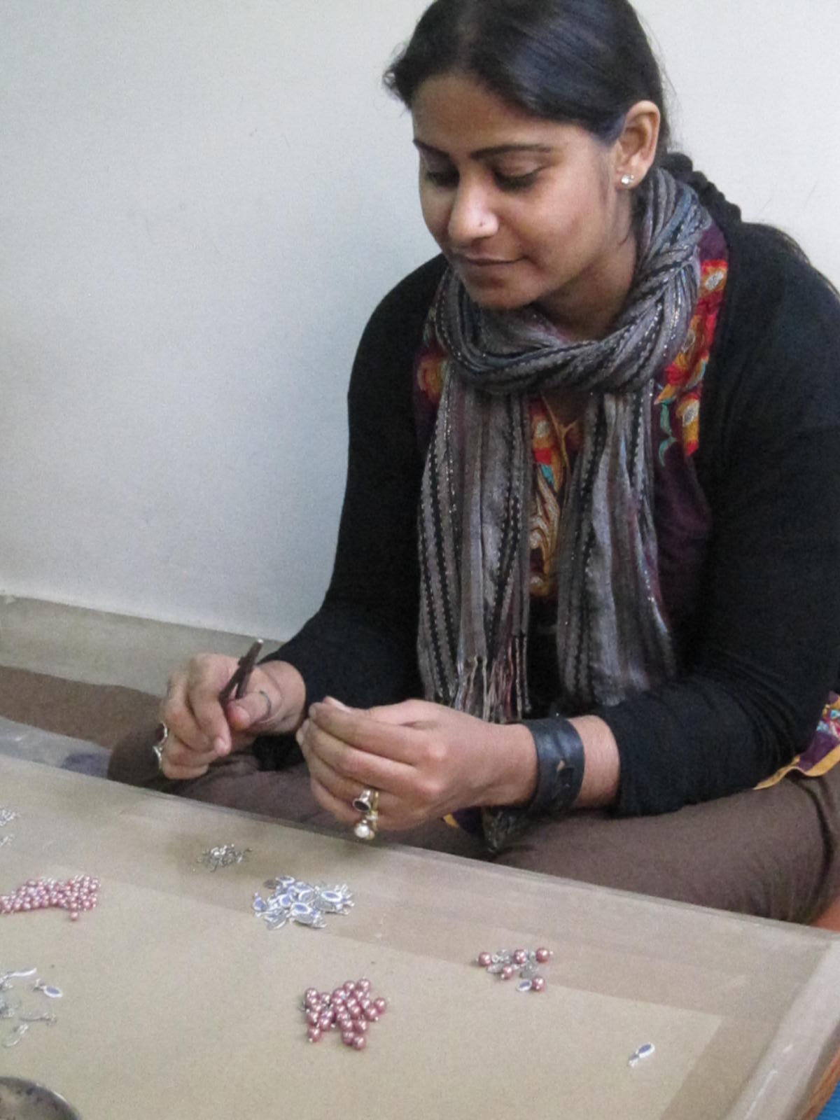 Sofia, Fair Trade Artisan in India, making jewelry | Fair Anita