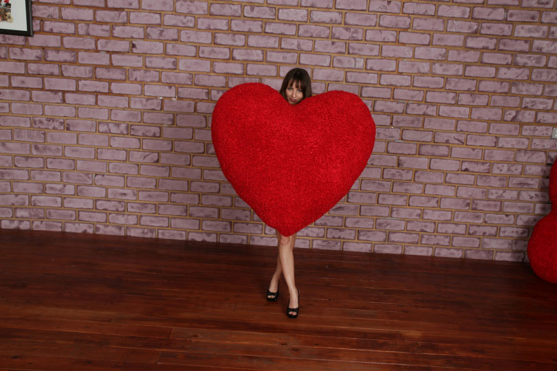 4-foot-giant-red-heart-pillow-1-.jpg