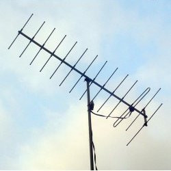 What's the difference between an LPDA antenna and a Yagi antenna?
