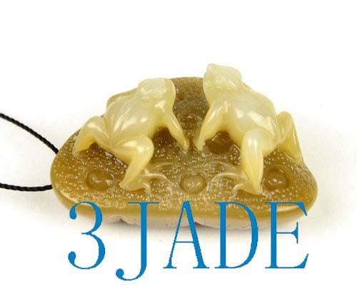sugar brown jade frog pendant