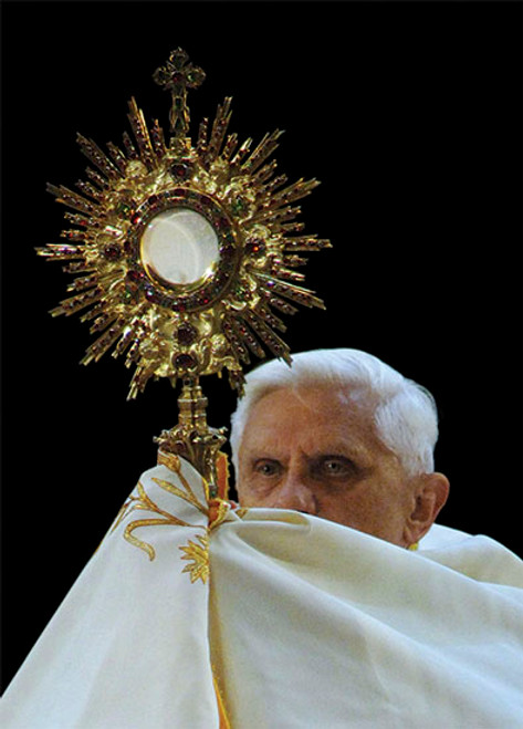 Pope Benedict XVI with Monstrance Dozen Postcards