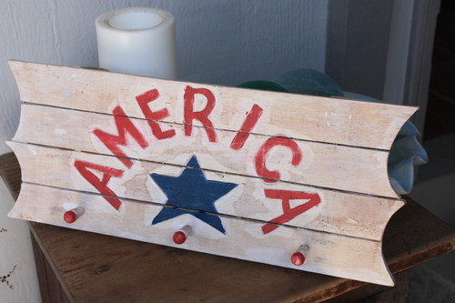 """Wooden Sign/Hanger """"America"""" on Planks 20"""" - 3 Pegs"""