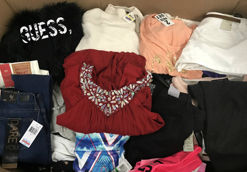 New Macys Juniors winter clothing Brands such as Calvin Klein, XOXO, Rampage, BCX, Jessica Simpson, Levis and many more. Retail Ready clothing