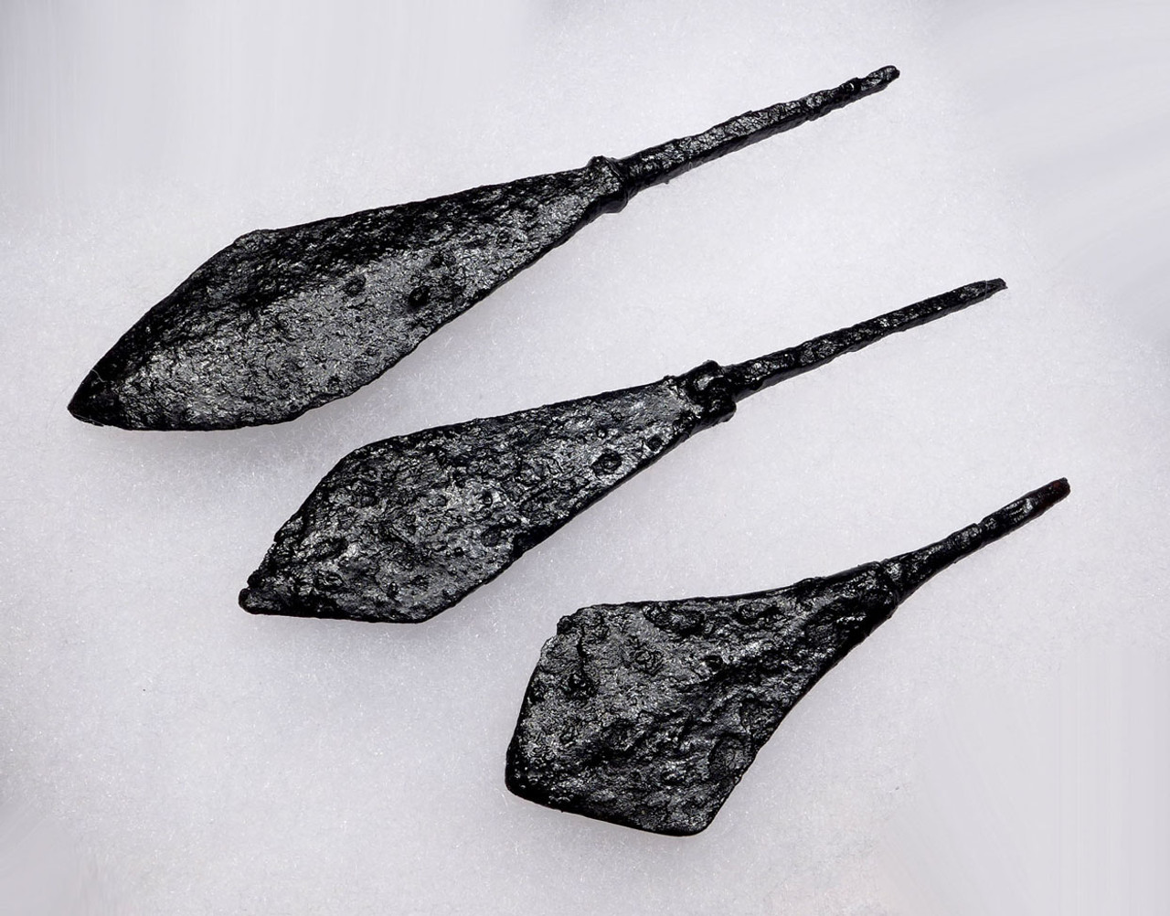 EXCELLENT SET OF 3 ANCIENT ROMAN IRON ARROWHEADS FROM THE BYZANTINE ERA *R177