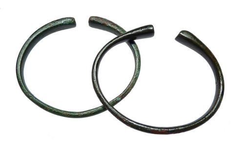 LUR077 - PAIR OF ANCIENT TAPERED END FINE GRADE NEAR EASTERN BRONZE BANGLE BRACELETS