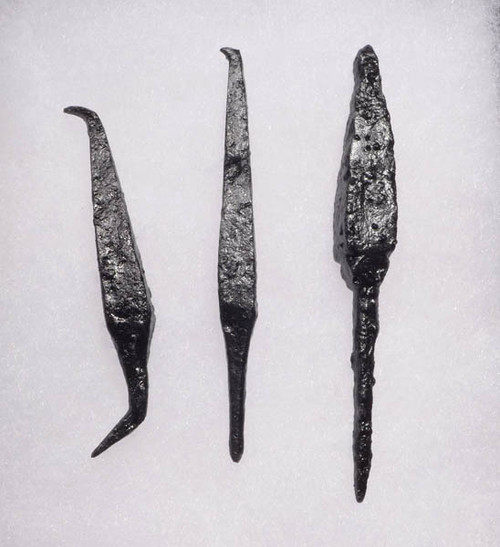 NE122 - SET OF 3 INTACT IRON ARMOR-PIERCING PROJECTILE POINT ARROWHEADS FROM THE EURASIAN STEPPE NOMAD TRIBES