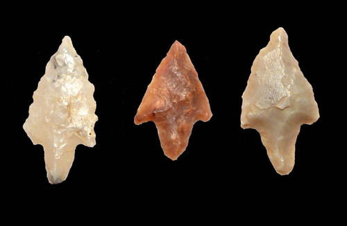 CAP153 - SET OF THREE INTACT AFRICAN NEOLITHIC BATTLE MICRO-ARROWHEADS SIMILAR TO THOSE FOUND IN WARRIOR BURIALS