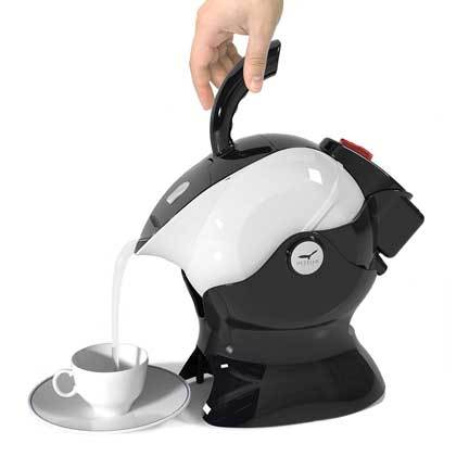 uccello-kettle-pouring.jpg