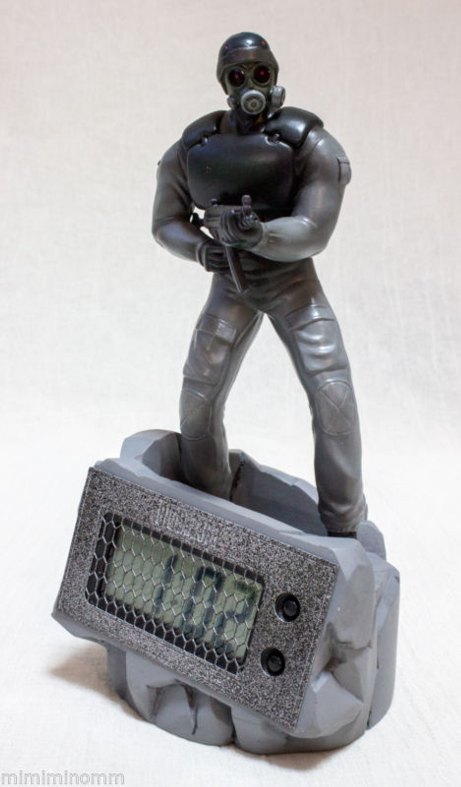 Biohazard Resident evil Hunk Original Clock figure Capcom JAPAN