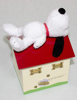 """Peanuts,Snoopy """"Yesterday once more"""" Music Box Snoopy on Doghouse JAPAN"""
