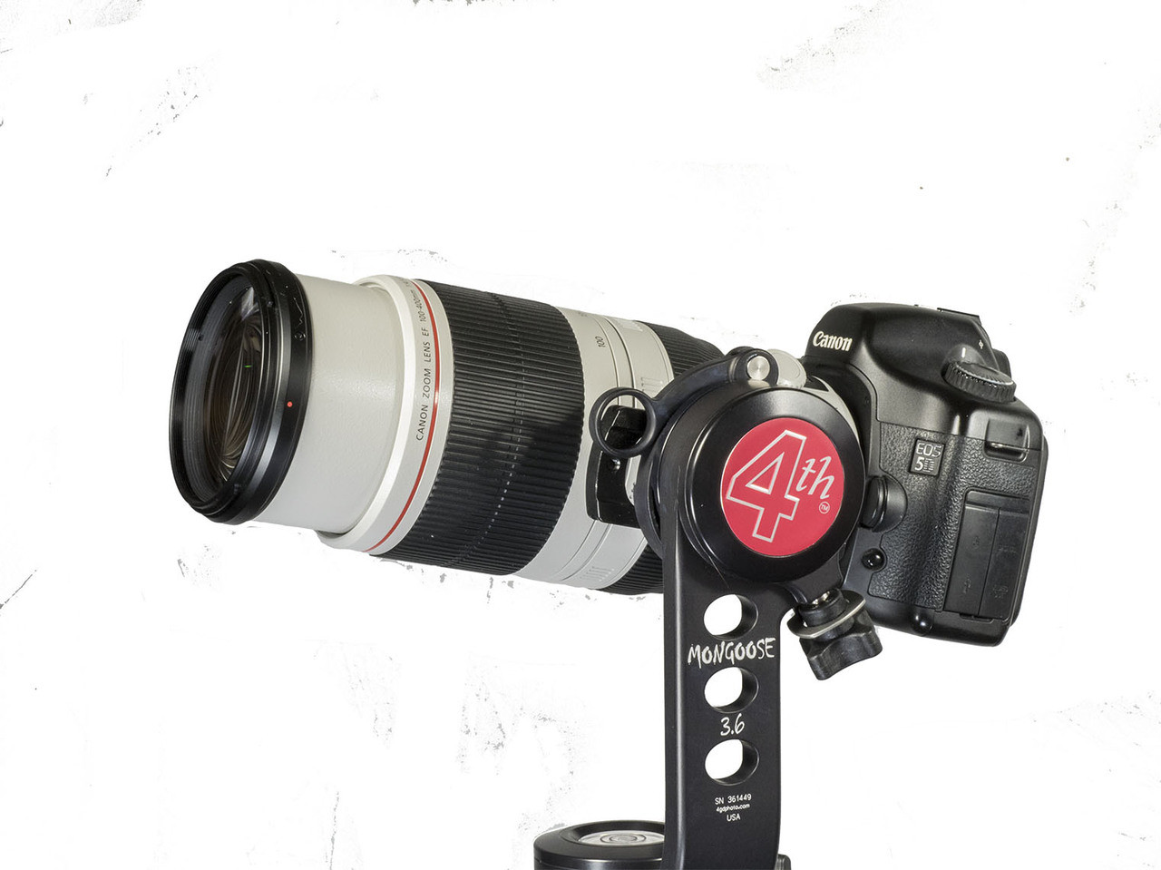 Well balanced with the Mongoose or other tripod heads.