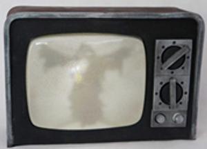 """BROKEN"" TV W CURRENT SOUND 31 x 21cm,  INCLUDES BATTERIES"