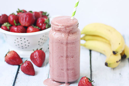 HEALTHY STRAWBERRY ORANGE PROTEIN SMOOTHIE