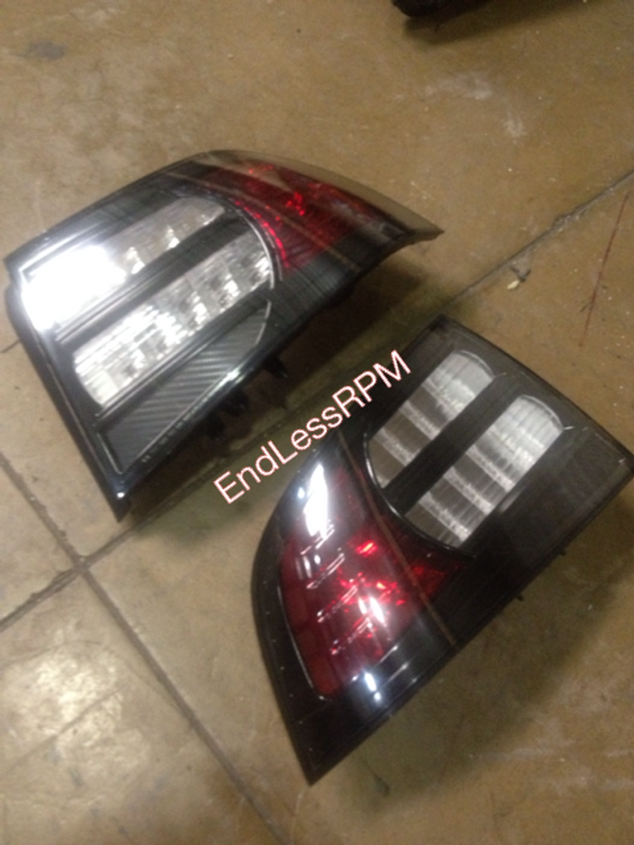 black bezel, red turn signal, clear brake diffuser with carbon fiber lower reflector