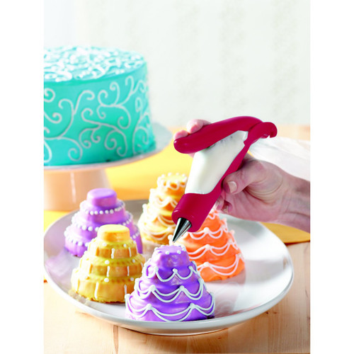 Deluxe E-Z Deco Icing Pen in Action!