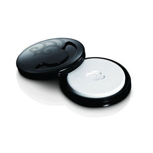 Fragrance Compact Makes It Easy to Carry Your Scent with You