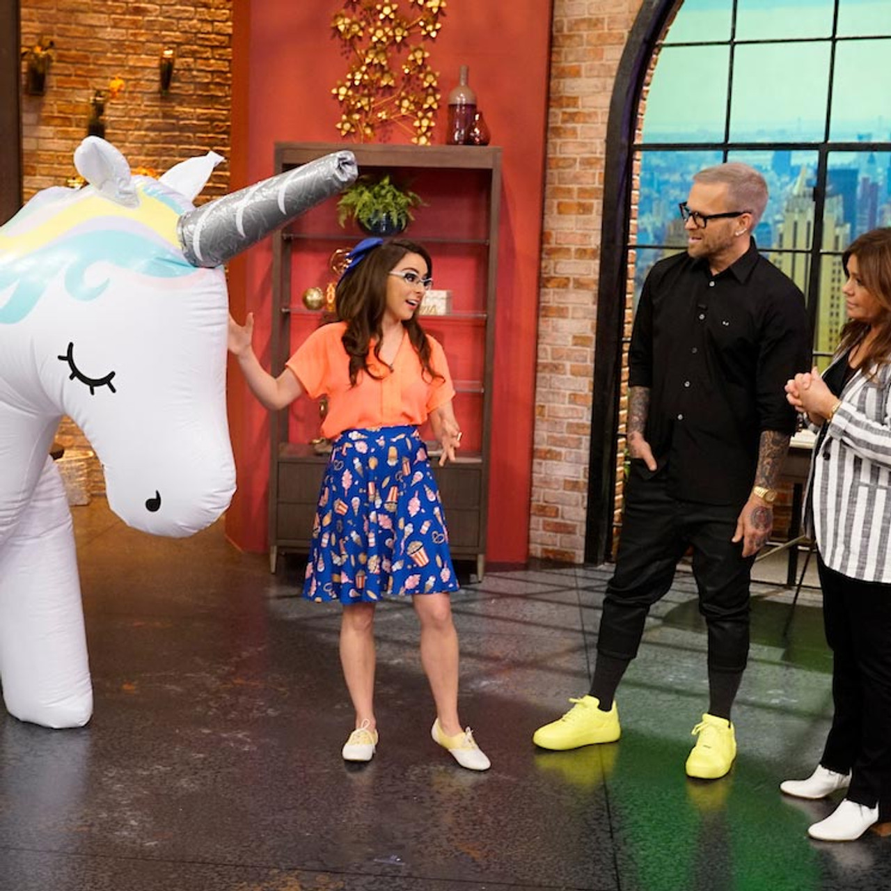 Rachel Ray Big Mouth Ginormous Unicorn Yard Sprinkler