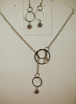 Rose and clear crystal drops from circles lariat necklace set