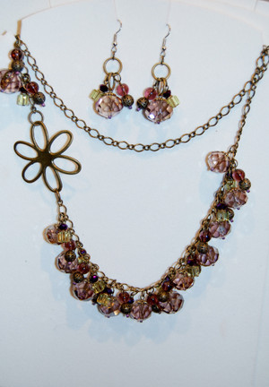 Gold flower and purple crystals necklace set
