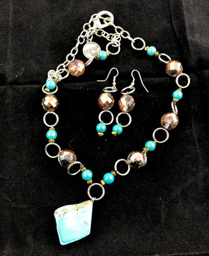 Stunning Turquoise Necklace Set