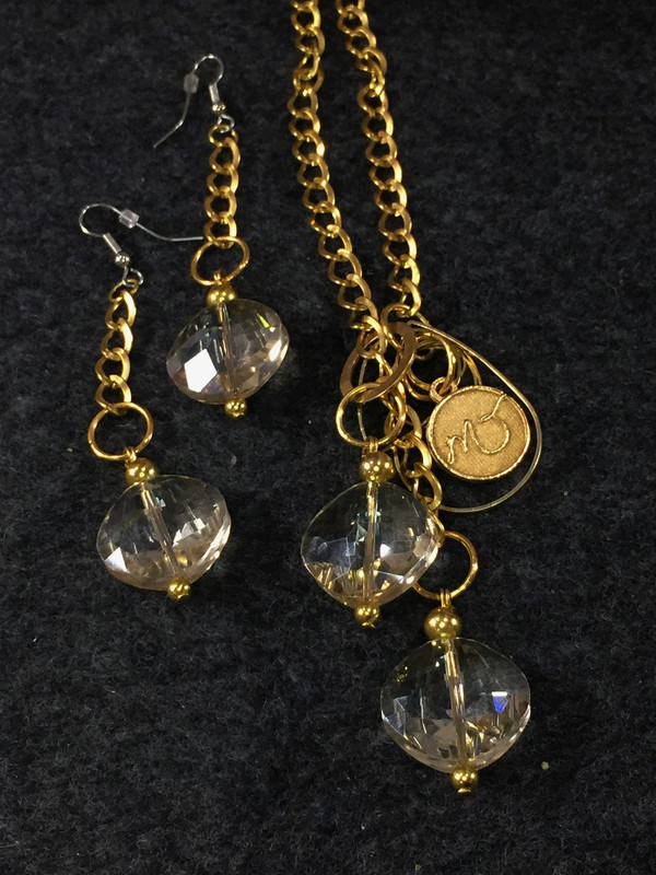 Bright Gold and Crystals Lariat necklace set