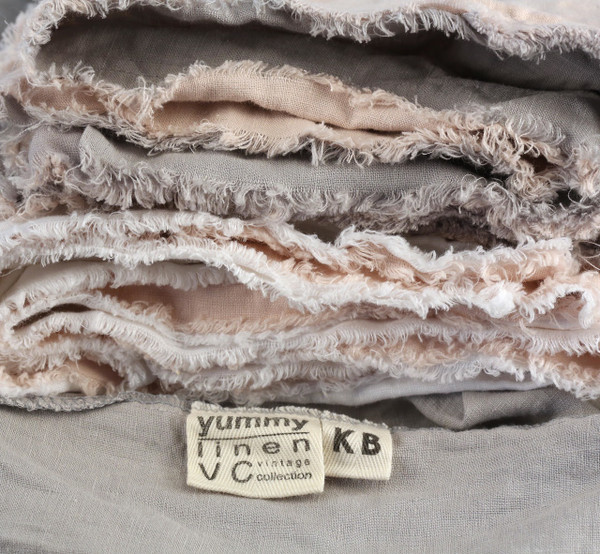 Yummy Linen Vintage frayed edges and two toned pillowslips.