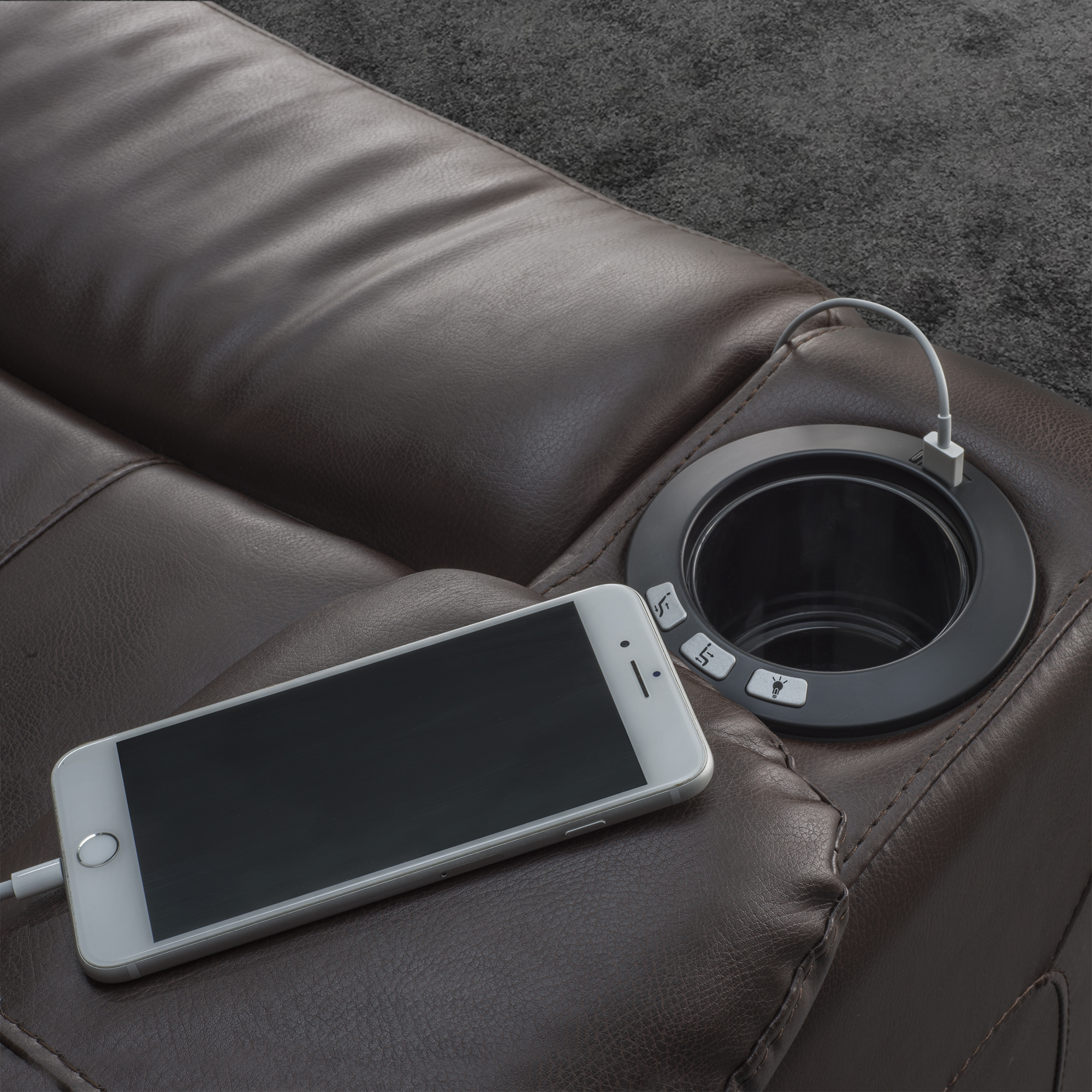 pmod-cm-cupholder-detail-with-phone.jpg