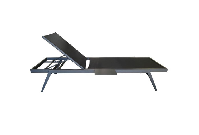 Diva sun lounger shown in lowest backrest position. (The sun lounger will also lie completely flat)