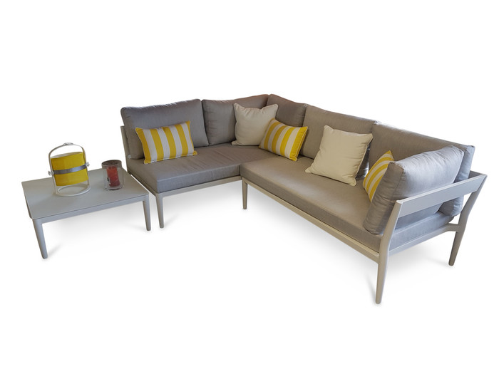 Accessories and scatter cushions not included
