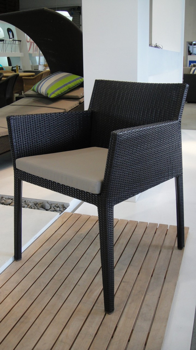 Illusion outdoor dining arm chair