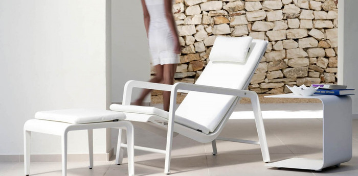 Mirthe outdoor lounge chair by Tribu