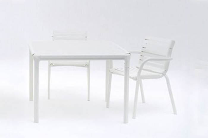 Maiori AT800 series outdoor dining table 101x101