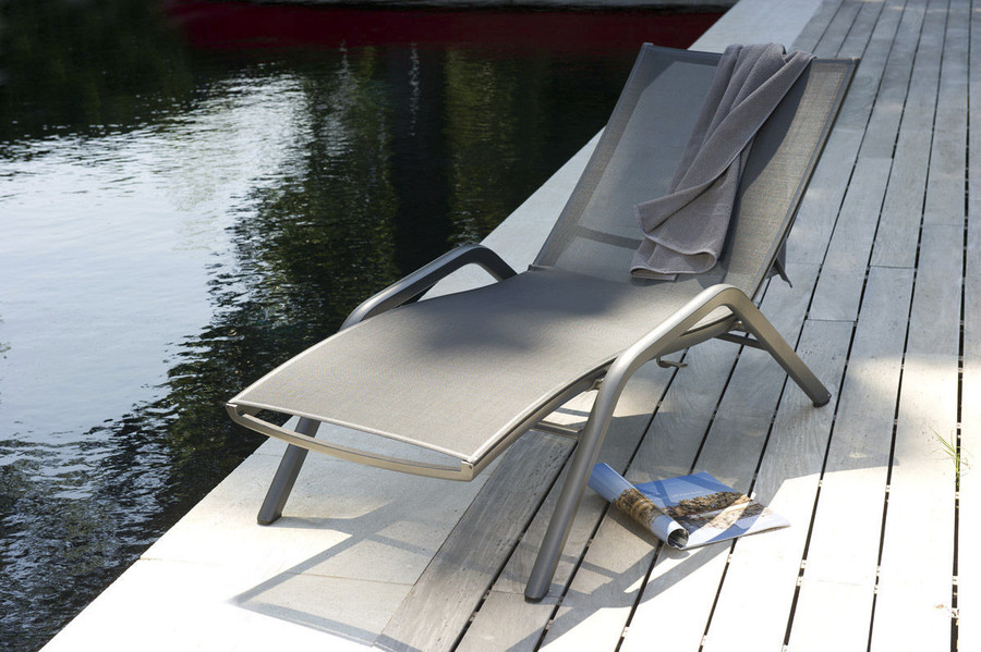 Yolo sun lounger by Les Jardins with space grey powder-coated alumnium frame and slate grey Batyline mesh