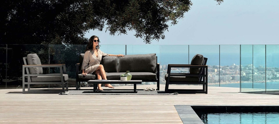 Alabama Alu outdoor setting including arm chair, sofa and coffee table by Talenti