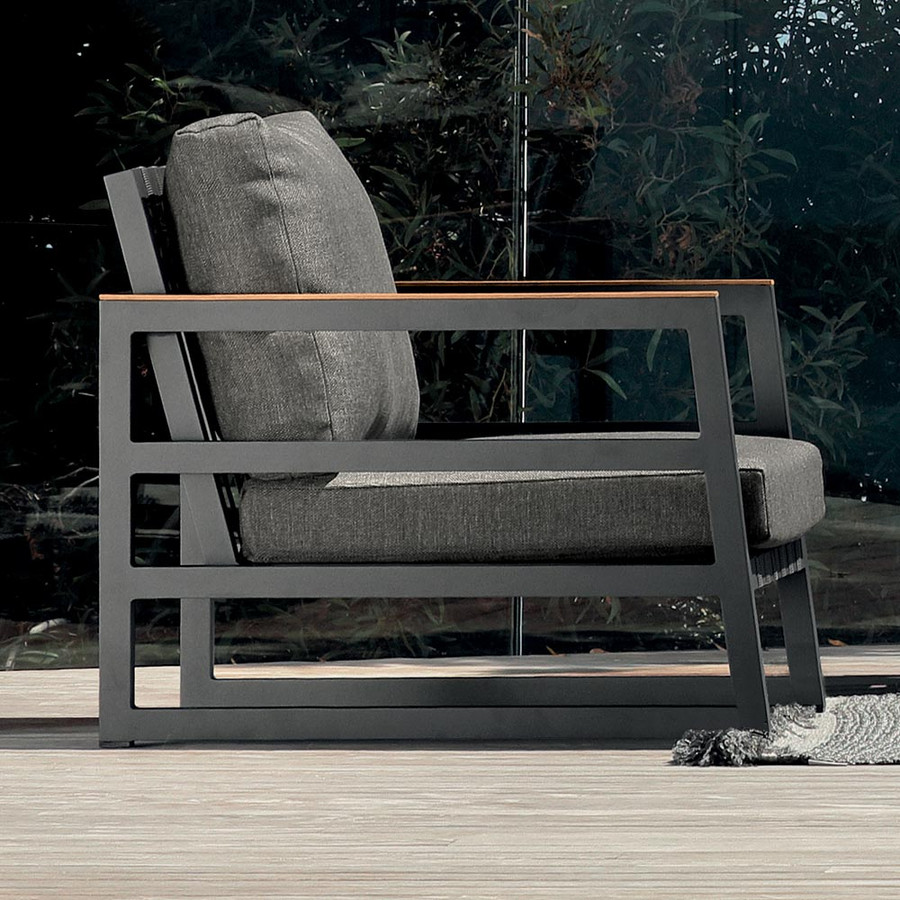 In situ view of Alabama Alu outdoor arm chair by Talenti
