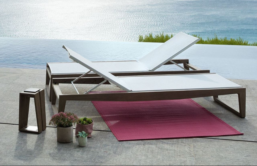 2 skaal sun loungers in opposing directions