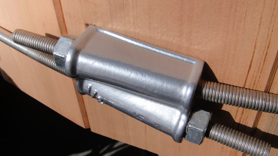 Highest quality fittings are used in the tub, including stainless steel bands.