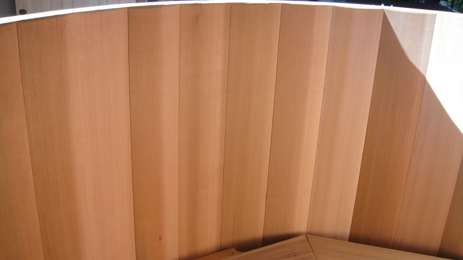 Interior view of tub showing the impeccable quality of the cedar timber used for the staves. Finest vertical grain Western Red Cedar.