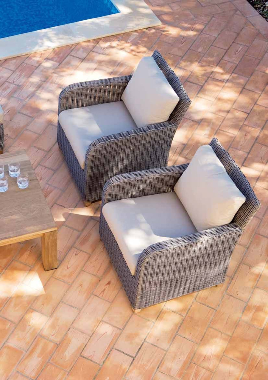 Easy Outdoor Lounge Set In A Lovely Old Cane Synthetic