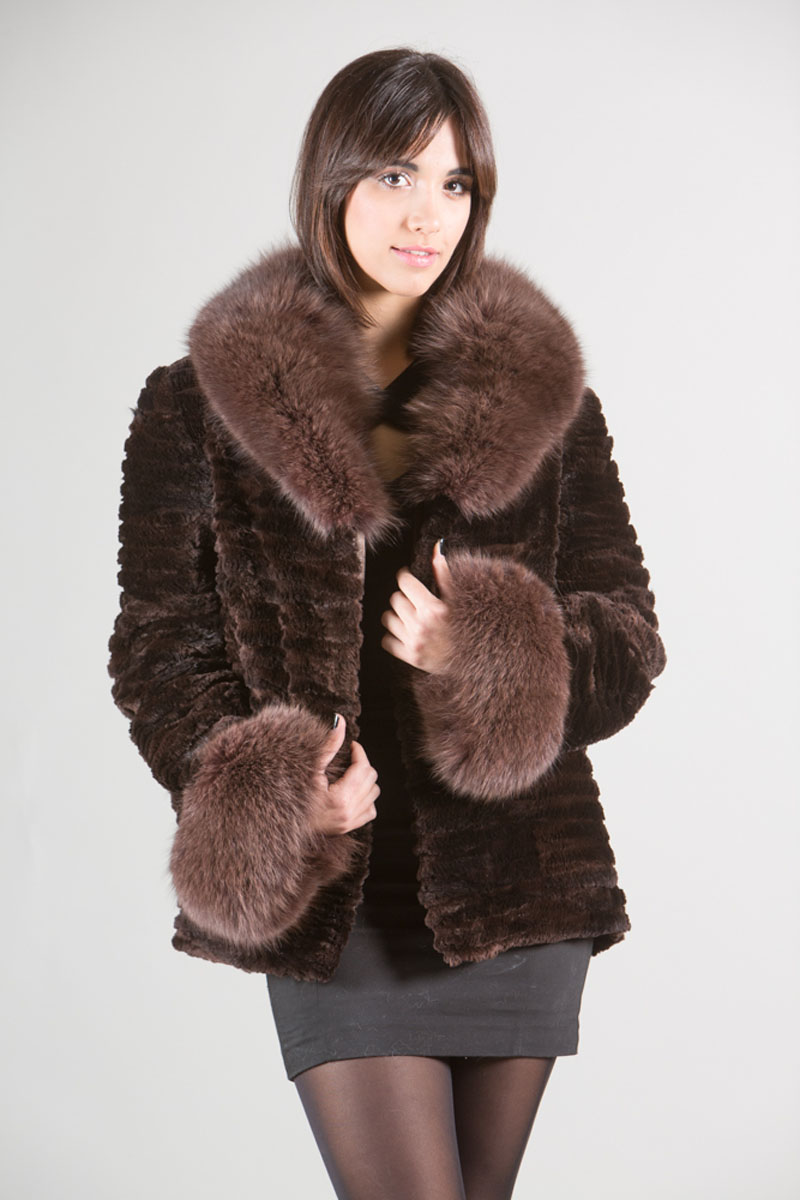 Fur coats from cropped beaver: models, tips on choosing. How to clean a fur coat from a short-haired beaver 76