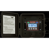 Stay compliant with load regulations with this Right Weigh EZ-Weigh Digital Load Scale. Advanced pressure technology makes it easy to quickly determine weight on the ground without the use of external sensors, and the unit's weather-tight digital gauges ensure performance and accuracy in extreme weather.
