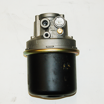 Ensure that moisture on your air brakes doesn't freeze up in cold temperatures with this 12-volt Air Dryer. It's designed for use in trucks, busses and tractors with traditional air brake systems. | OEM Part Number: 109477X