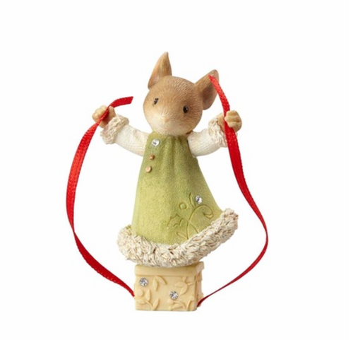 Heart Of Christmas- Mouse Wrapping Gift Figurine