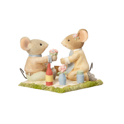 Heart of Christmas - Mice Picnic Figurine