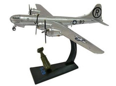 AIR FORCE ONE B-29 ENOLA GAY WITH LITTLE BOY ATOMIC BOMB SCALE 1/144