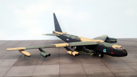Corgi B52C Thai Naval DIAMOND LIL Scale 1/144 AA33502