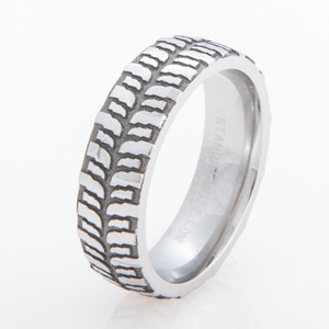 Women's Titanium Mud Bogger Ring