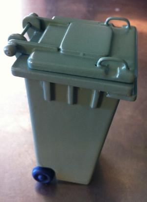 Garbage/Compost Bin
