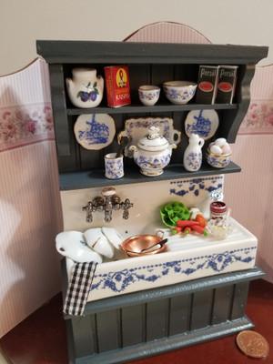 Reutter Porzellan - Blue Onion Filled Sink & Cupboard